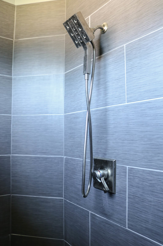 Modern Bathroom shower by Russel Rodriguez